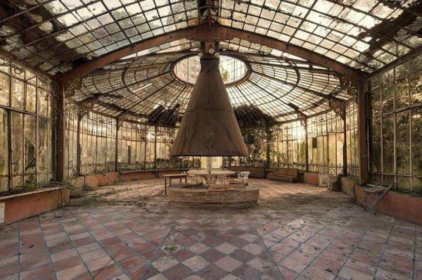 Заброшенные места на снимках бельгийского фотографа Кристофа ван де Валле