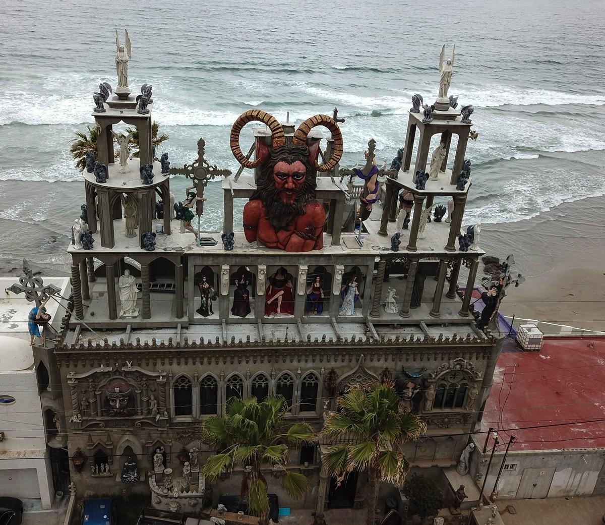 Американец построил причудливый «Замок Дьявола» в Мексике
