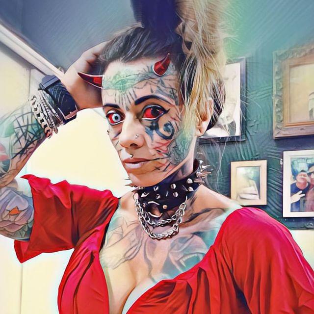 Бразильянка Кэрол Праддо, которая превратила себя в «женщину-демона»