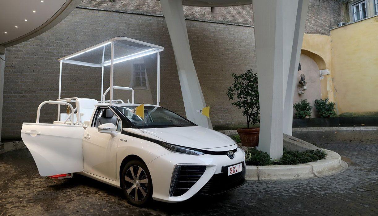 Новый экологичный автомобиль Папы Франциска Toyota Mirai
