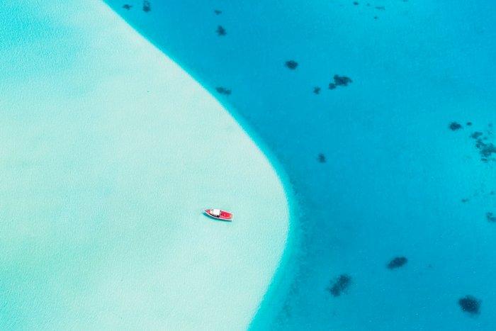 Почему вода моря не просачивается сквозь дно