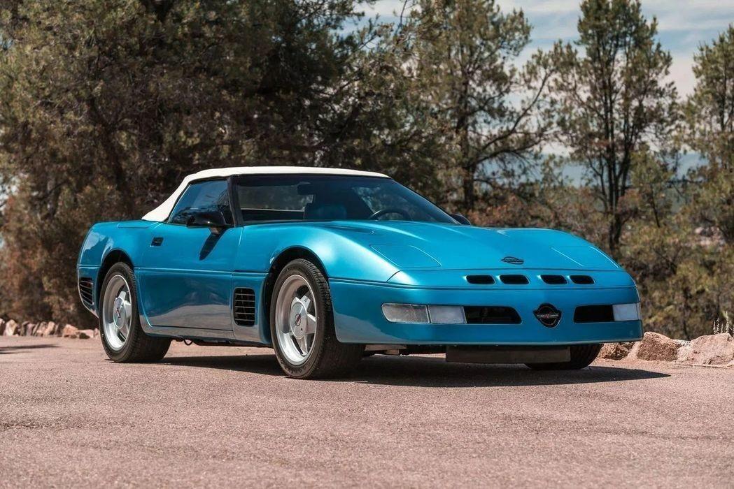 «Прокачанный» Chevrolet Corvette Callaway Twin Turbo конца 80-х