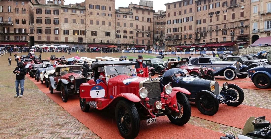Ралли старинных автомобилей «Mille Miglia» в Италии