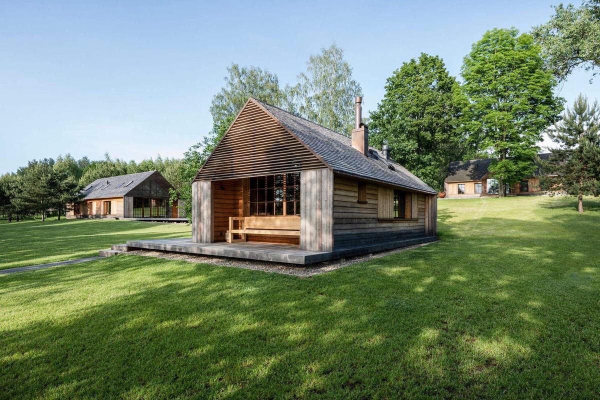 Усадьба на берегу озера в Литве