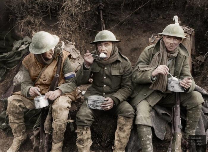 Для чего англичане использовали «плоские» каски в Первую мировую войну
