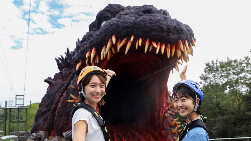 «Годзилла» в натуральную величину в японском тематическом парке