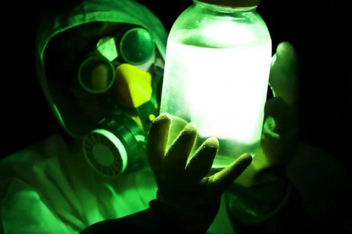 Из-за чего радиация ассоциируется с зелёным цветом?