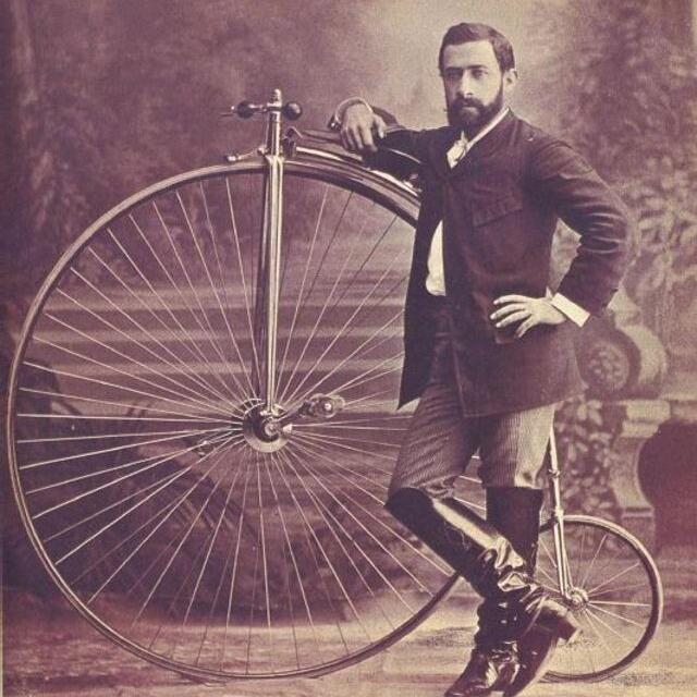 Велосипед Пенни-фартинг или «высокое колесо» на снимках