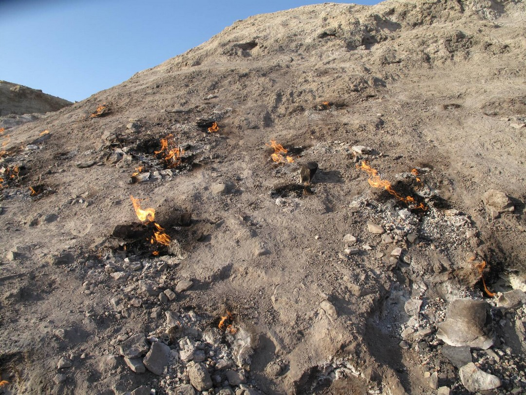 Завораживающая вечно горящая «огненная гора» в Иране
