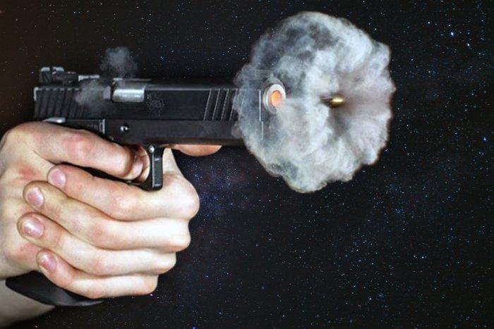 Что будет происходить, если в космосе выстрелить из оружия?