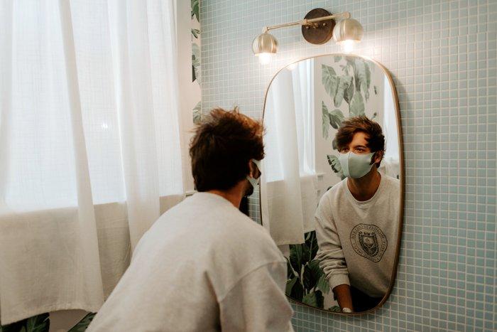 Могут ли уши оттопыриться из-за постоянного ношения защитной маски?