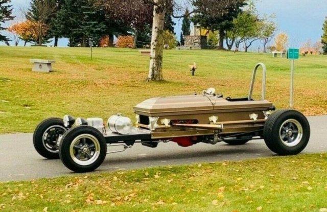 Мужчина с Аляски построил очень необычное транспортное средство