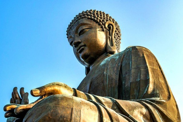 Почему у Будды непропорционально большие уши?