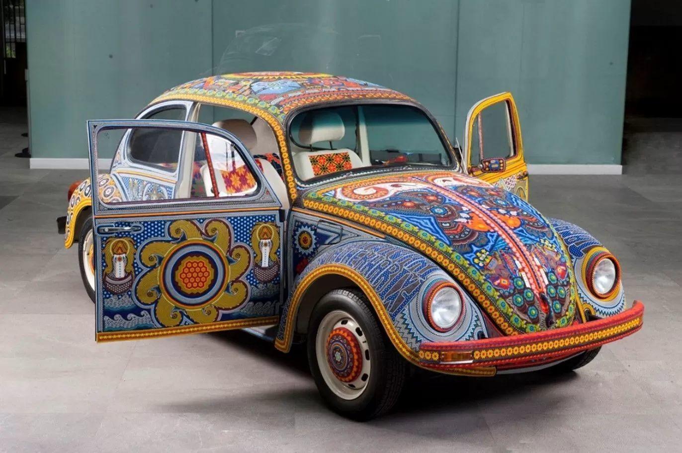 Уникальный VW Beetle «Vochol», украшенный двумя миллионами стеклянных бусин