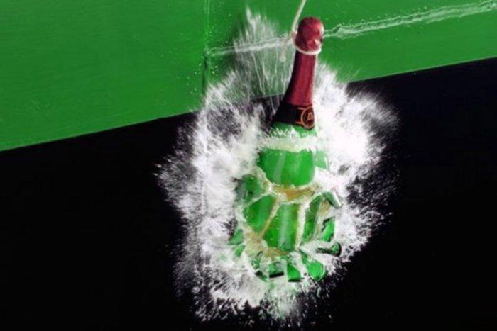 Зачем о борт корабля разбивают именно бутылку шампанского