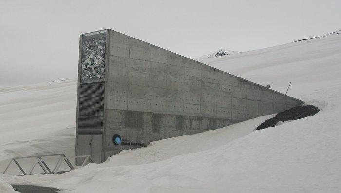 Что хранится в бункере на острове Шпицберген за Полярным кругом