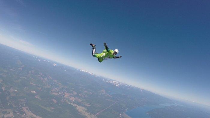 Можно ли выжить, упав с большой высоты без парашюта?
