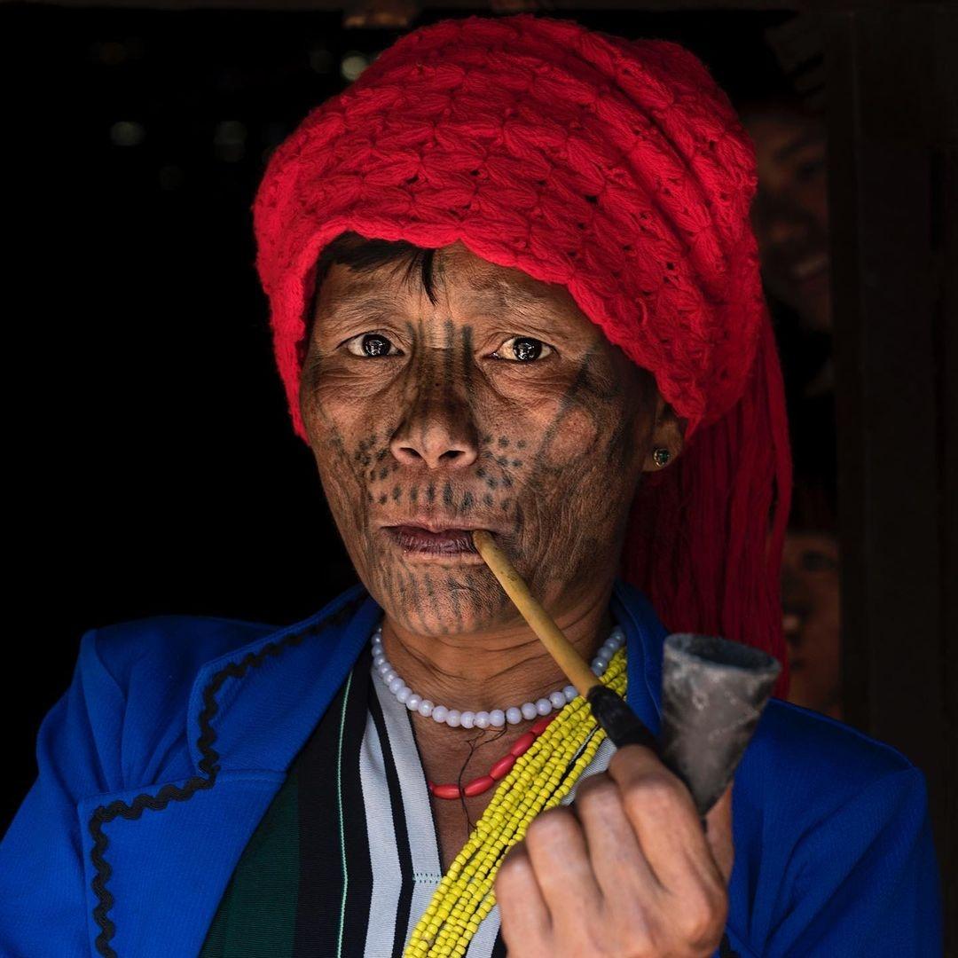 Последние женщины племен с татуированными лицами из Мьянмы