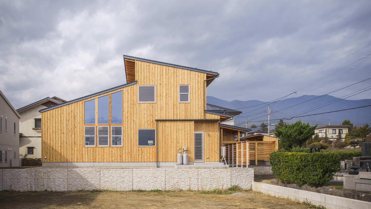 Двухэтажный дом из дерева в Японии