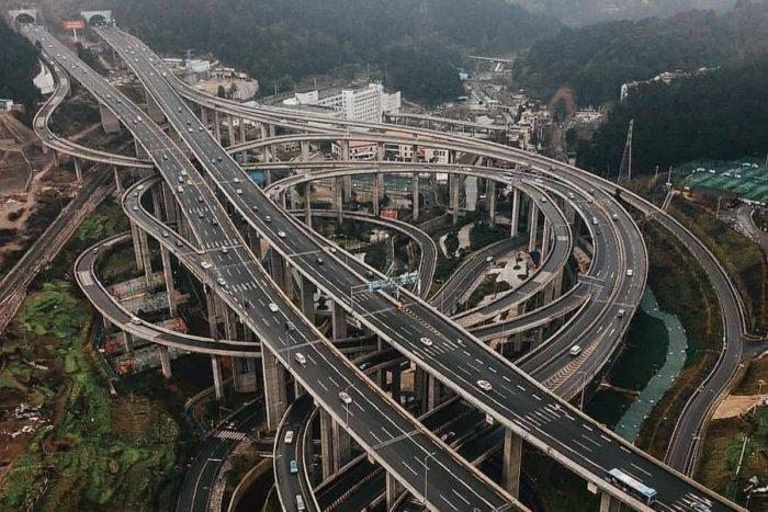 Как китайцы так быстро строят дороги?