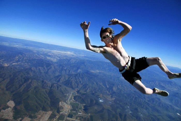 Можно ли выжить при падении из самолета без парашюта?