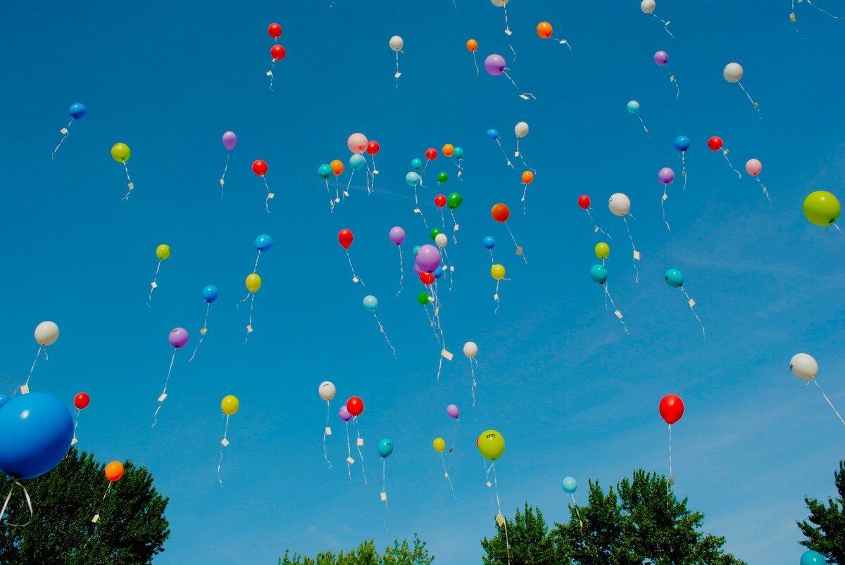 На какую высоту способен улететь надувной гелиевый шарик?