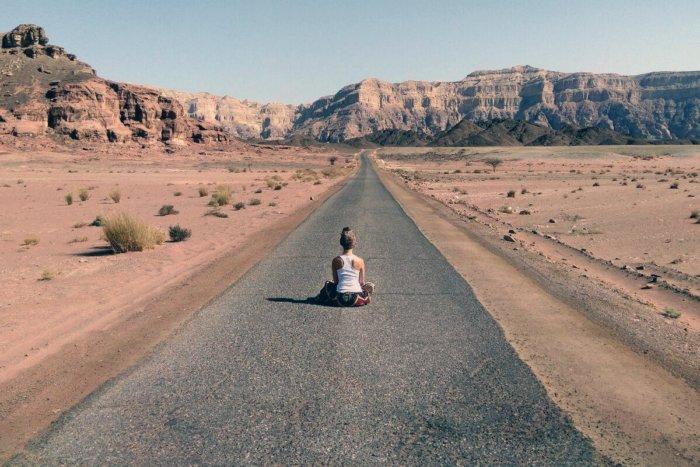 Зачем китайцы построили самое длинное шоссе посреди безлюдной пустыни?