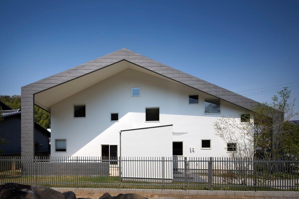 Загородный семейный дом с необычным интерьером в Японии