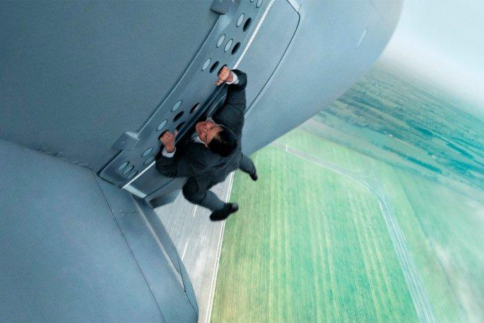 Что произойдет, если дверь самолета откроется в воздухе?
