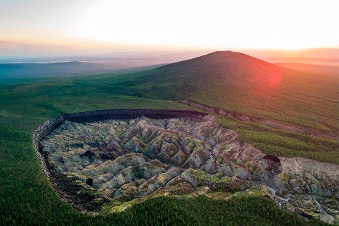 О чем рассказывает сибирский кратер «Ворота в ад»?