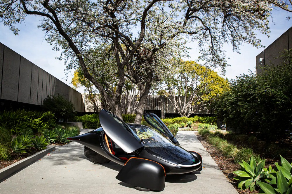 Первый серийный автомобиль на солнечной энергии от Aptera Motors