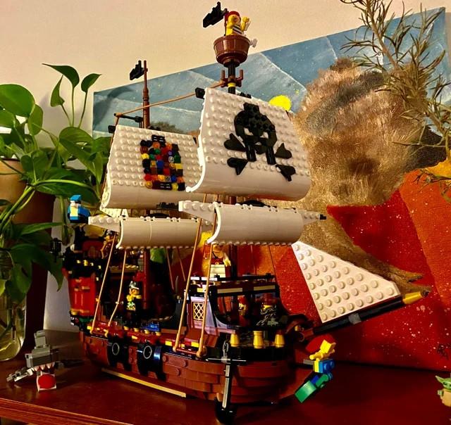 Примеры разнообразных поделок от любителей LEGO