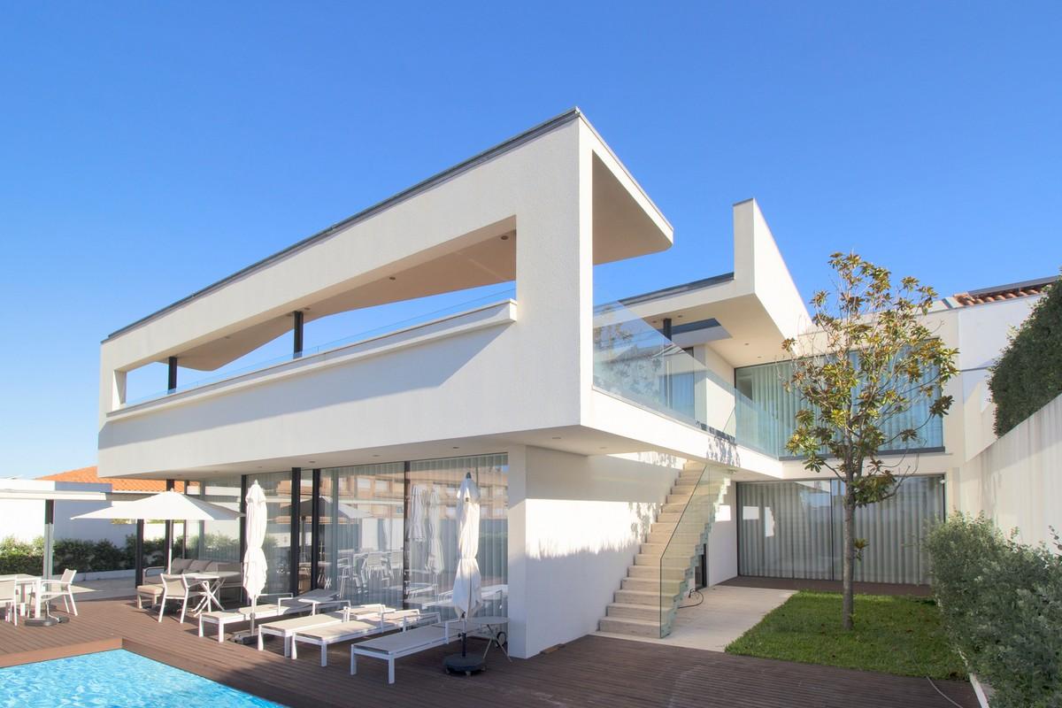Современный дом с выразительным дизайном в Португалии