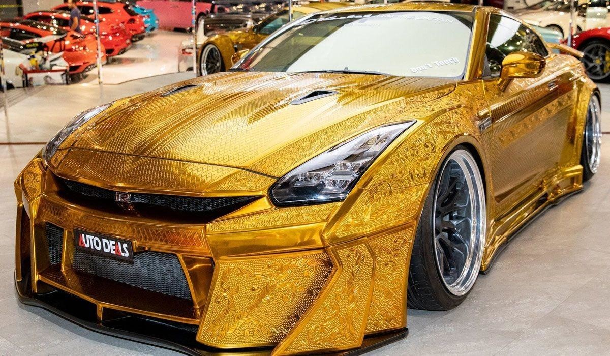 Уникальный «золотой» Nissan GT-R с узорами на кузове