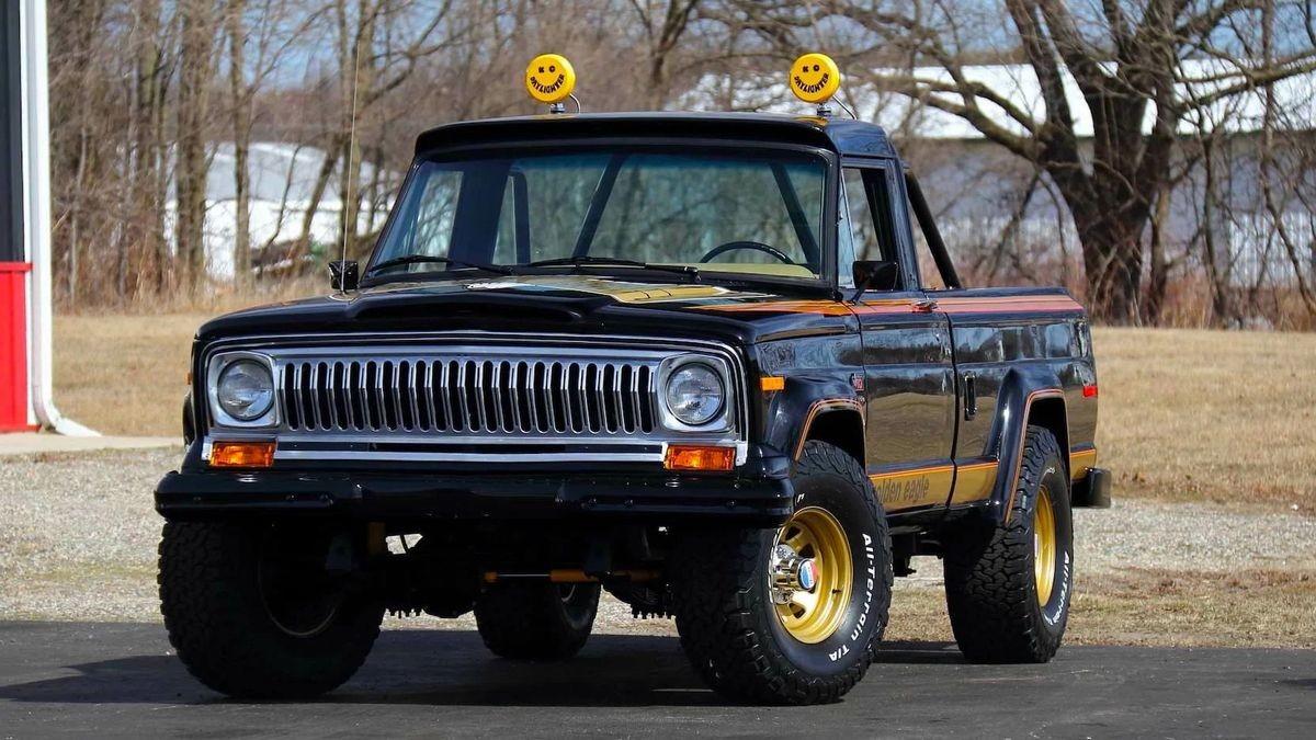 Американский пикап Jeep J10 Golden Eagle 1978 года