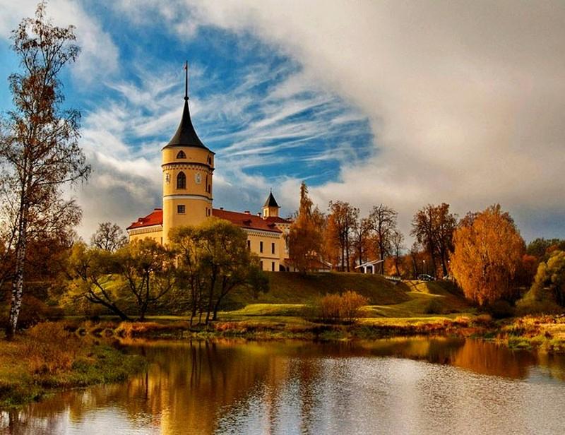 Древние и не совсем замки, которые можно увидеть в России
