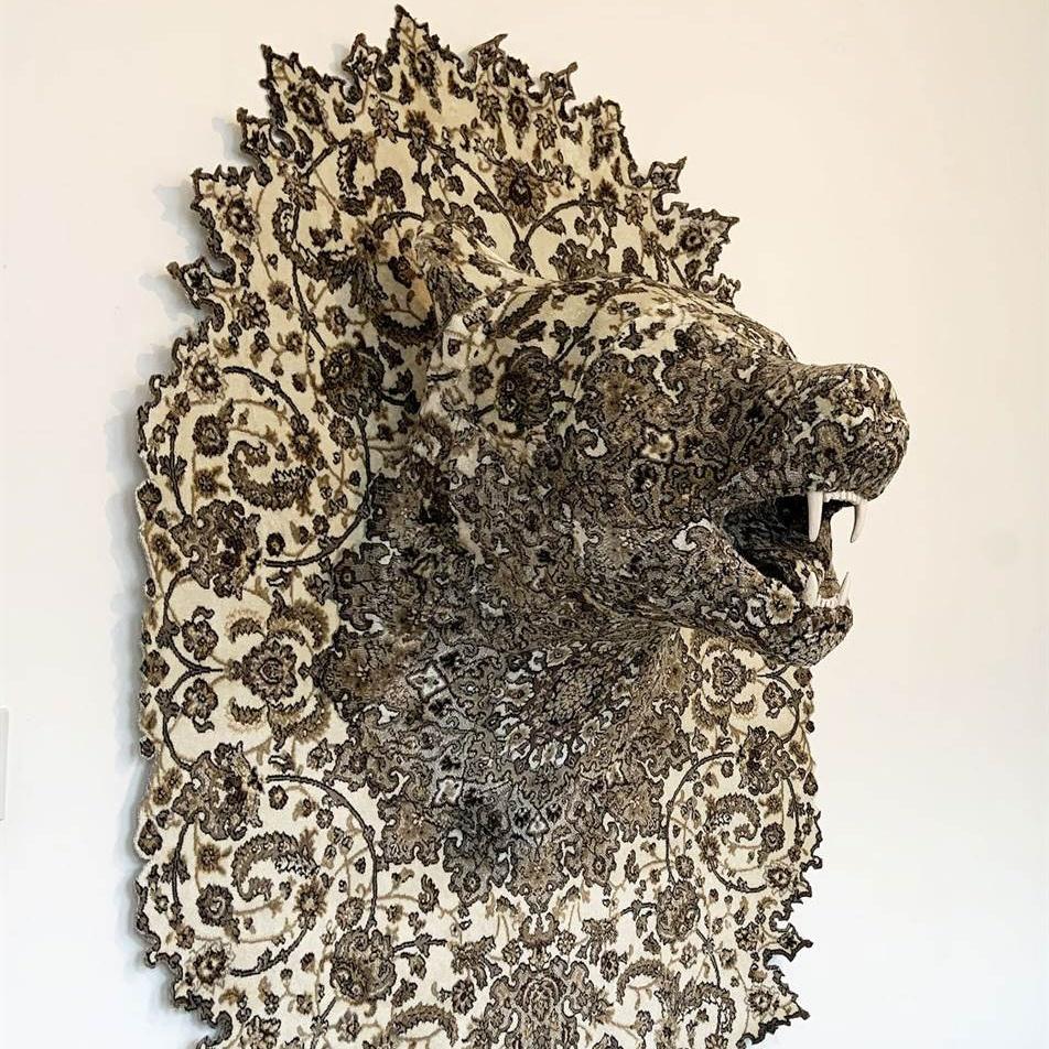 Скульптуры диких животных, которые буквально вросли в ковры