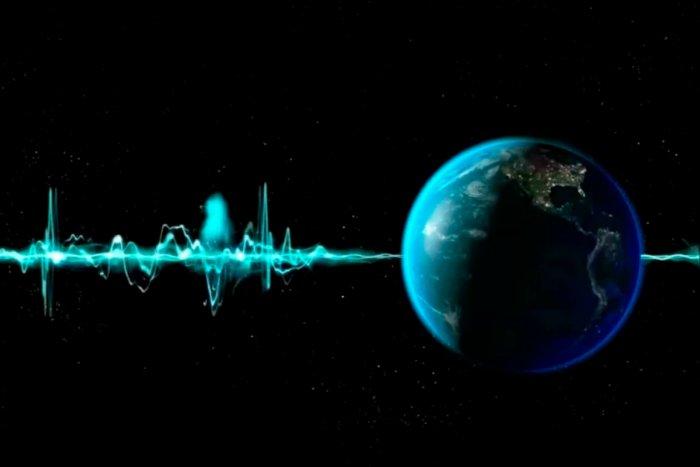 Какие аномальные сигналы получили земляне из космоса?
