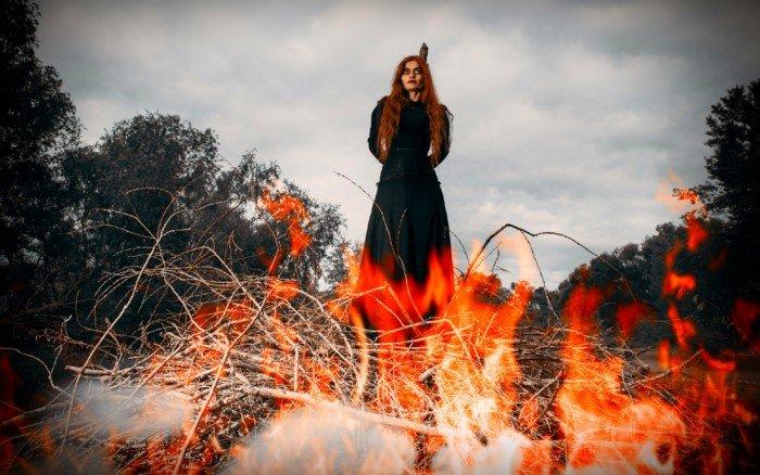 Почему в Средневековой Европе сжигали ведьм, а на Руси такого не было?