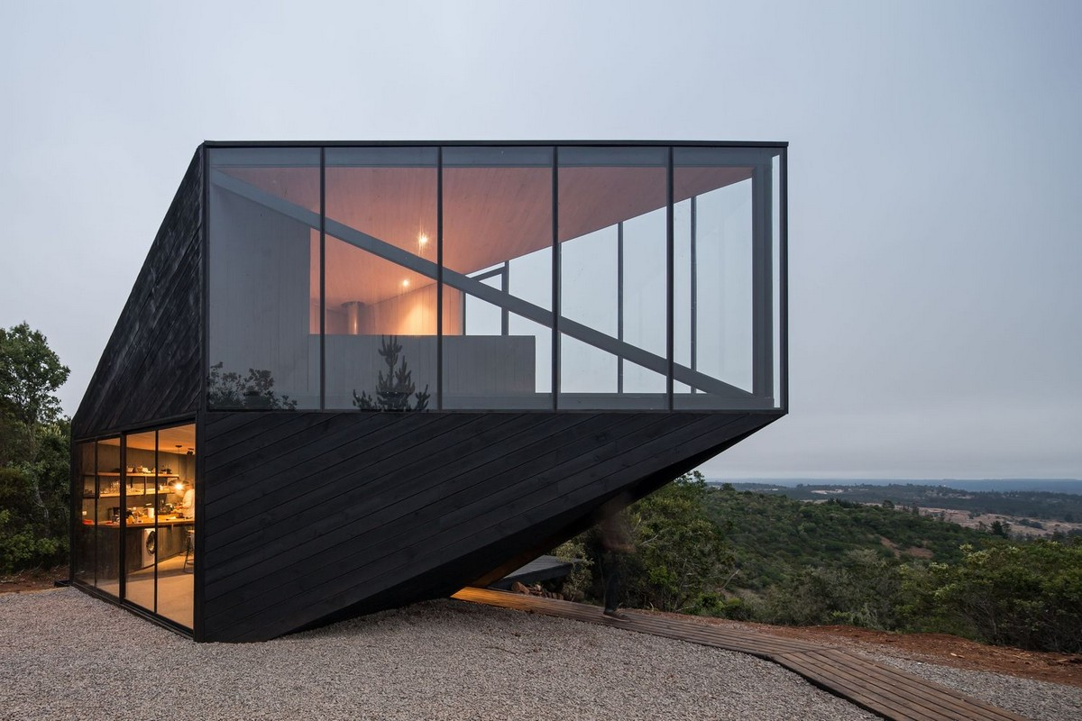 Стильный дом с угловым консольным этажом в Чили