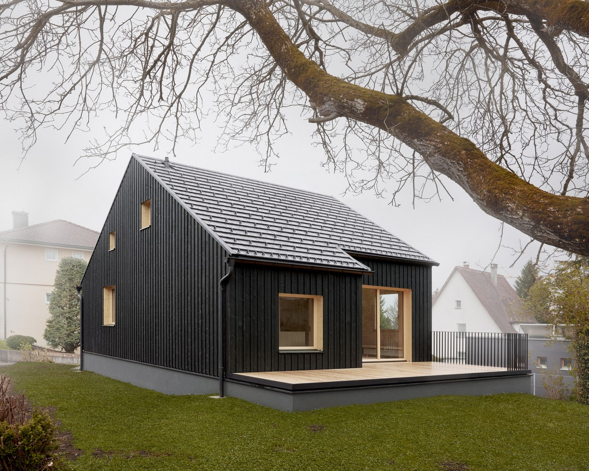 Двухэтажный дом из ели в Австрии