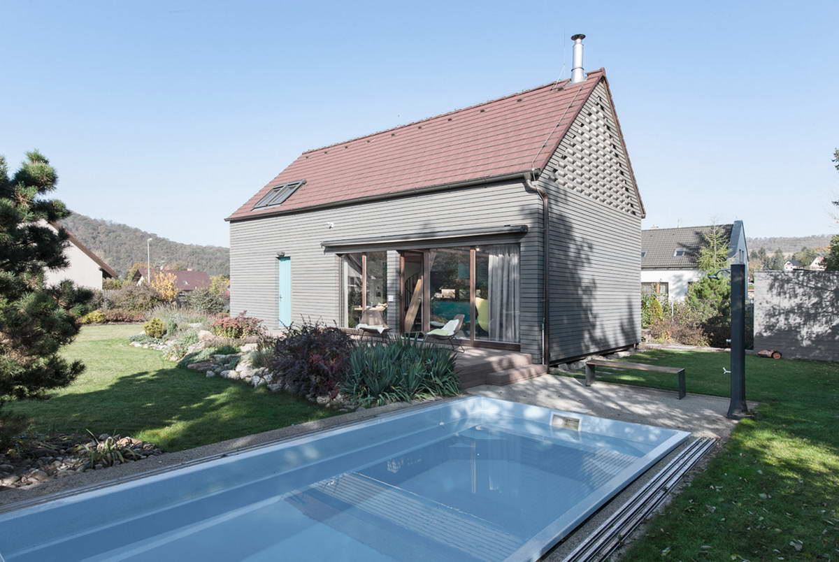 Простой семейный сельский дом в Чехии