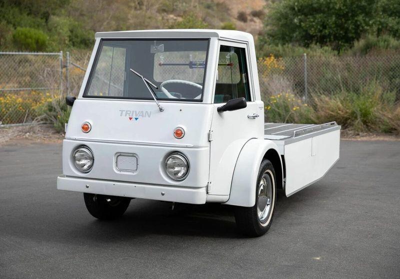 Странный американский грузовик Trivan на трёх колёсах