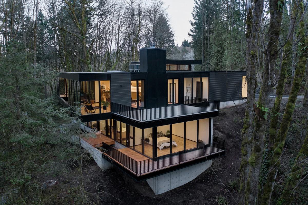 Королевская резиденция в лесной среде в штате Орегон