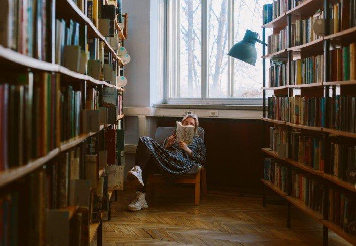 Почему люди перестали читать книги? Неужели общество глупеет?