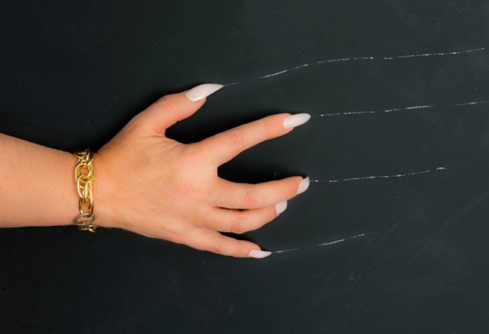 Почему нам не нравится скрежет ногтей по доске?