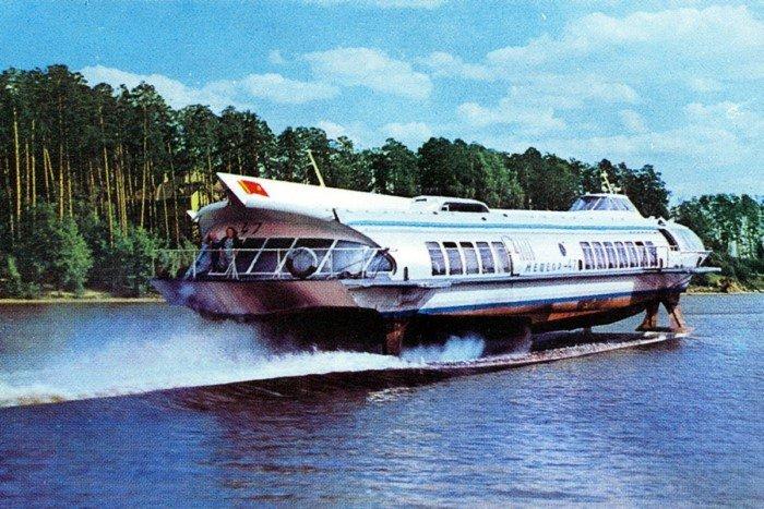 Советский теплоход на подводных крыльях «Метеор»