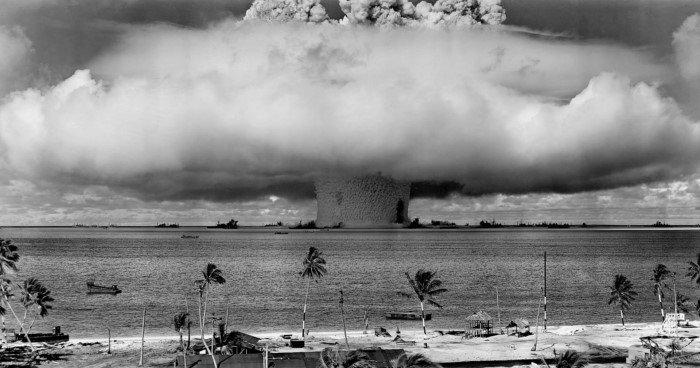 Термоядерный взрыв мощностью 10 000 мегатонн, который мог уничтожить всё живое