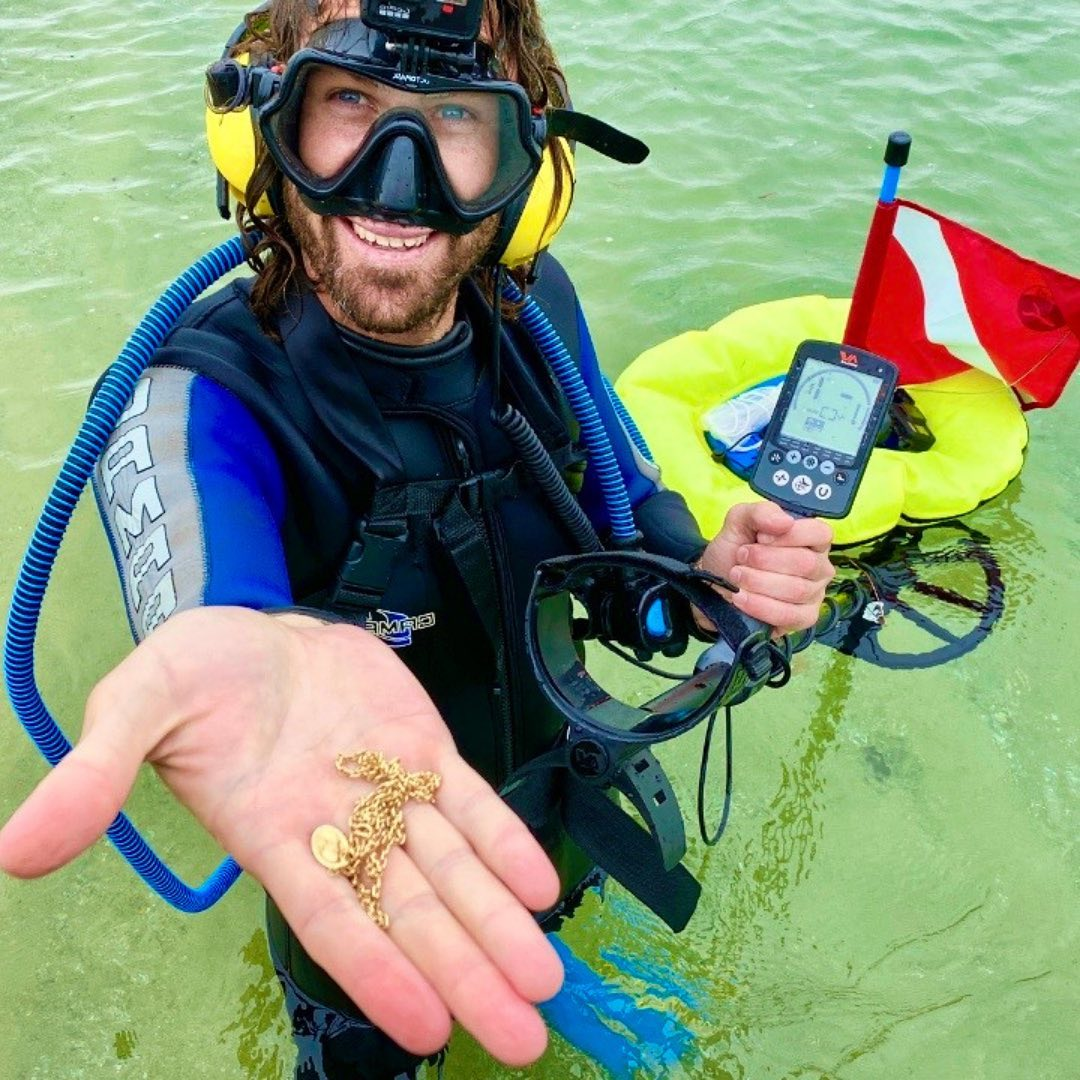 Австралиец путешествует по миру в поисках подводных сокровищ