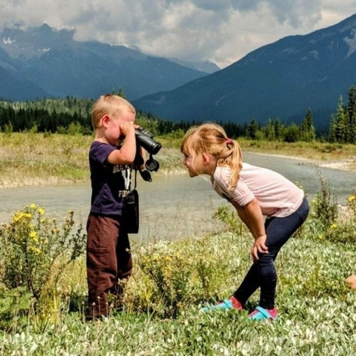Дети живут в своем собственном причудливом мире на снимках